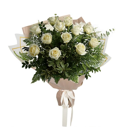Eye-Catching Love Delight Bouquet of Dozen White/Creamy Roses