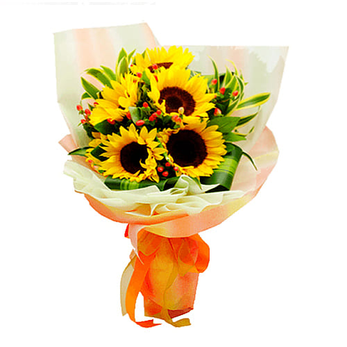 Artistic and Radiant 5 Pcs Sunflowers Bouquet