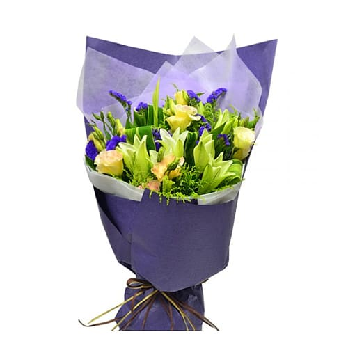 Extravagant 5 Pcs Lilies Bouquet for Valentines Day